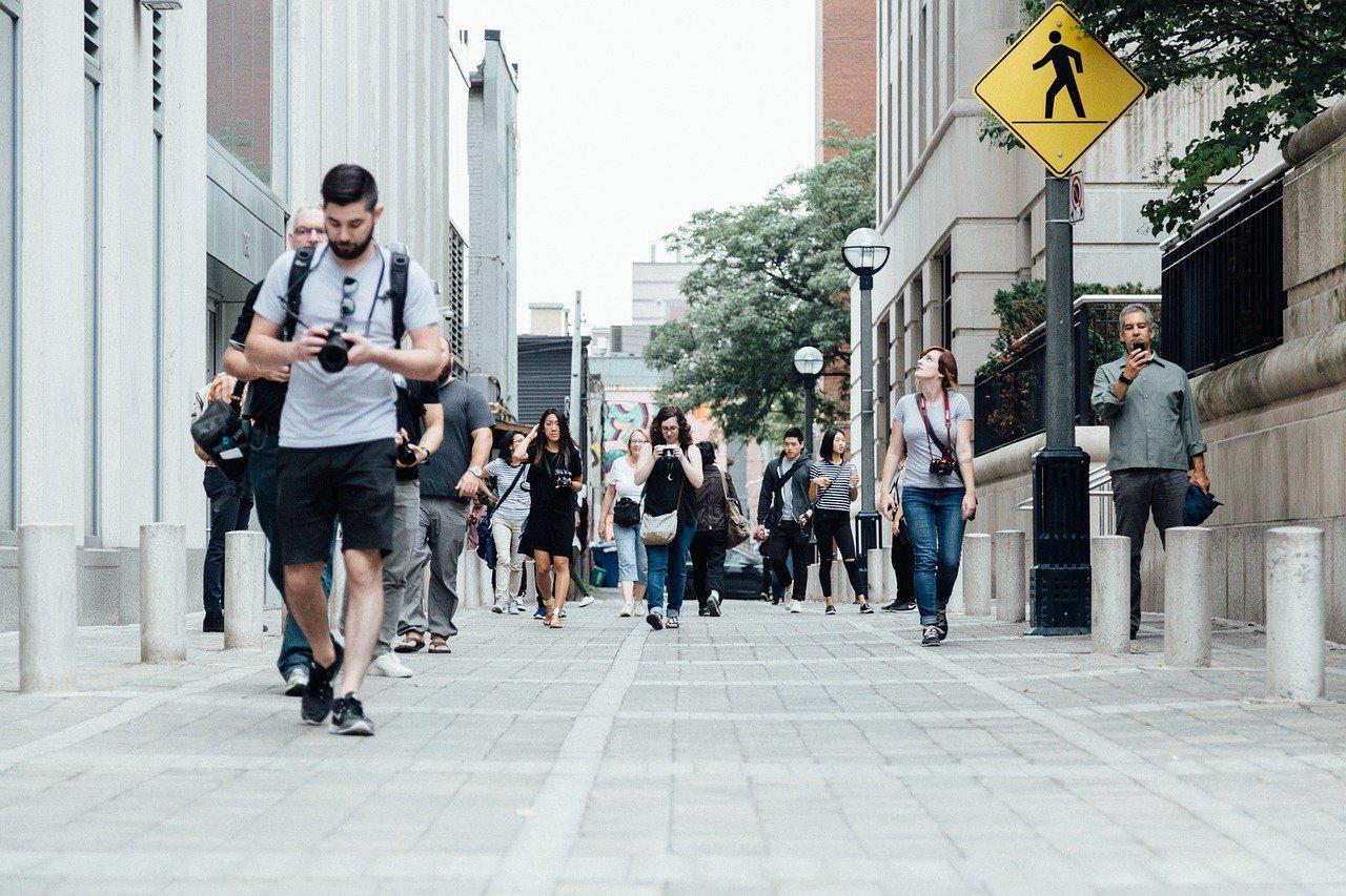 pedestrians-918471_1280.jpg